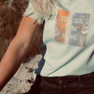 nhoia-hamburg-biobaumwolle-handgefertigt-weiches-nachhaltiges-t-shirt-stay-local-think-global_3