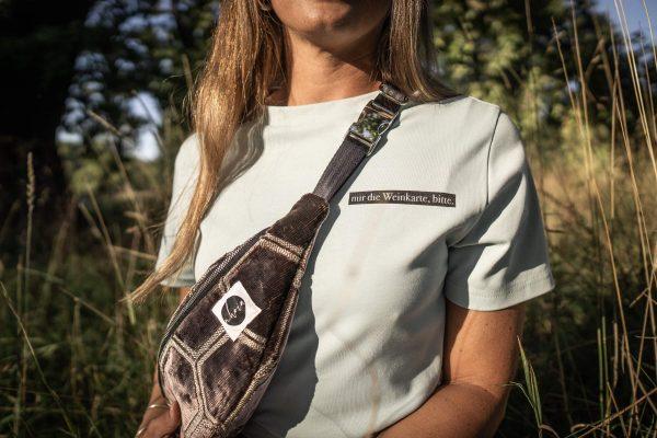 nhoia-hamburg-biobaumwolle-handgefertigt-t-shirt-pullover-hoodie-bumbag-gürteltasche-upcycling00002