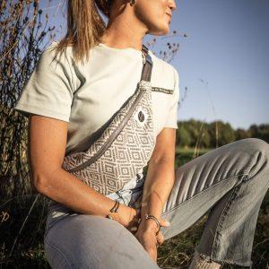 nhoia-hamburg-biobaumwolle-handgefertigt-t-shirt-pullover-hoodie-bumbag-gürteltasche-upcycling00036
